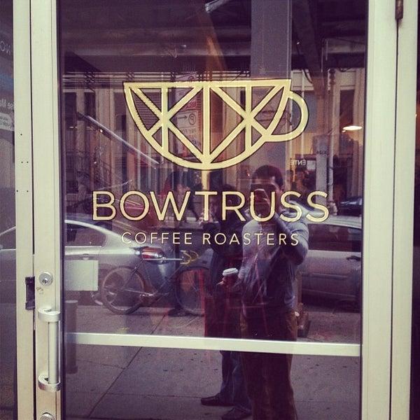 Photo prise au Bow Truss Coffee par Dennis C. le10/18/2013