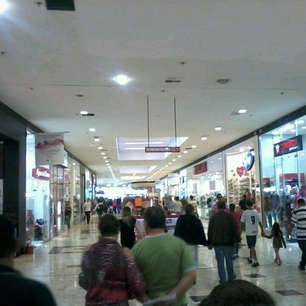 Das Foto wurde bei Grand Plaza Shopping von Cleber C. am 6/1/2013 aufgenommen