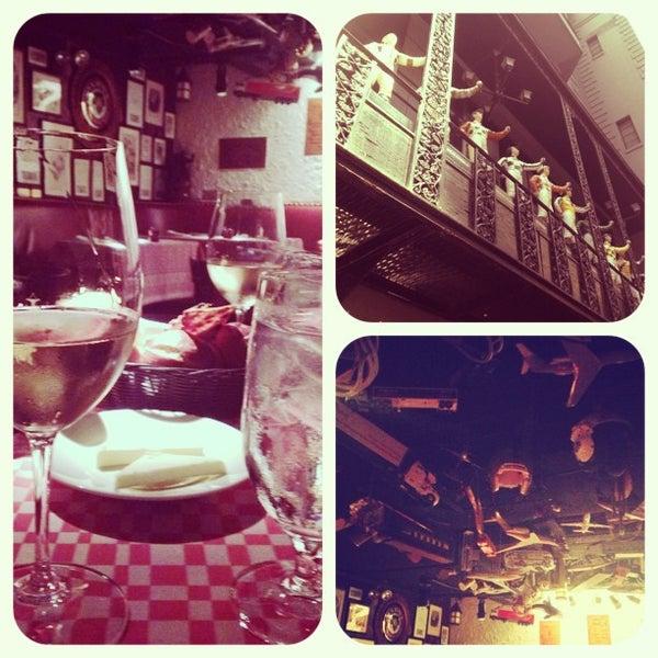 6/15/2013 tarihinde Eleonora Z.ziyaretçi tarafından 21 Club'de çekilen fotoğraf