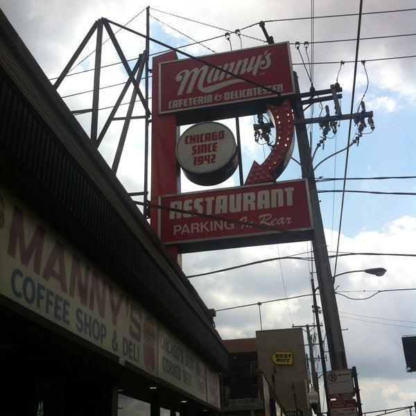 Foto diambil di Manny's Cafeteria & Delicatessen oleh Collin T. pada 5/11/2013