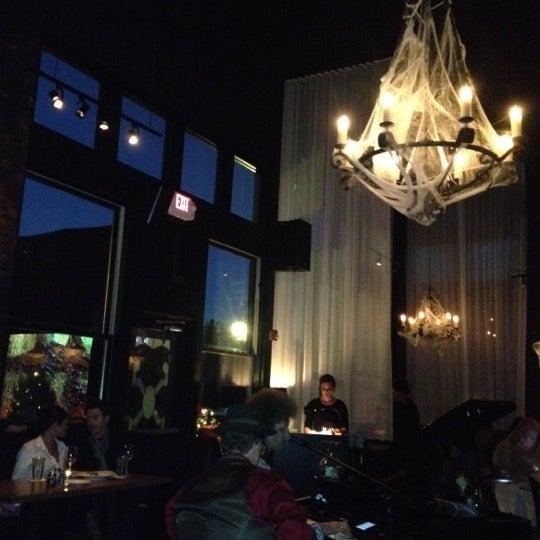 รูปภาพถ่ายที่ Terilli's โดย Sandra E. เมื่อ 10/28/2012