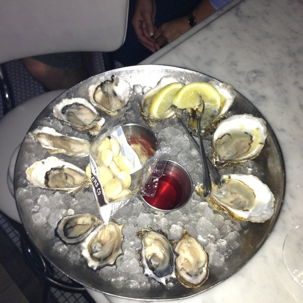 Foto scattata a Hank's Oyster Bar da Chase N. il 8/5/2013