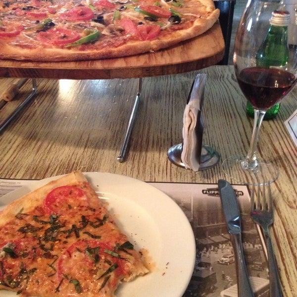 10/11/2014 tarihinde Marisela C.ziyaretçi tarafından Flippin' Pizza'de çekilen fotoğraf