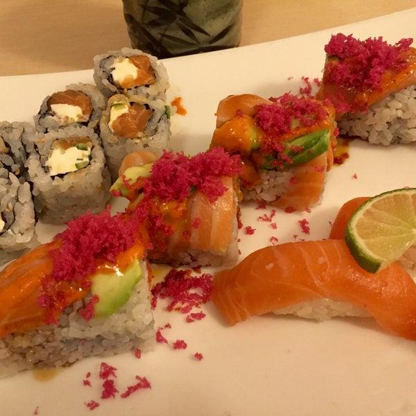 Foto scattata a Sushi-Zen da Vanessa C. il 11/17/2015