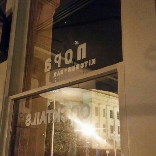 Photo prise au NoPa Kitchen + Bar par Naked B. le4/16/2016