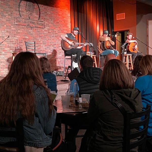 Foto scattata a The Listening Room Cafe da Kt C. il 1/12/2020