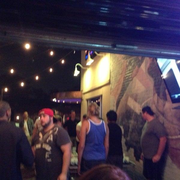 Foto scattata a OT Tavern da Leslie C. il 8/9/2013
