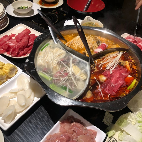 Foto diambil di 99 Favor Taste 99號餐廳 oleh Seewon K. pada 12/14/2019