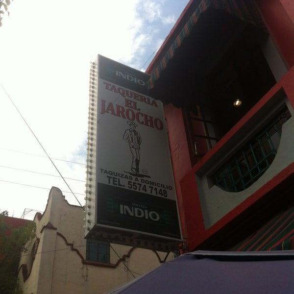 Foto diambil di Taquería El Jarocho oleh Arturo E. pada 5/24/2013
