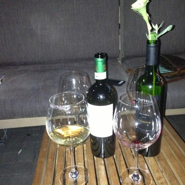Foto diambil di Wine By The Bay oleh Juliet N. pada 6/20/2013