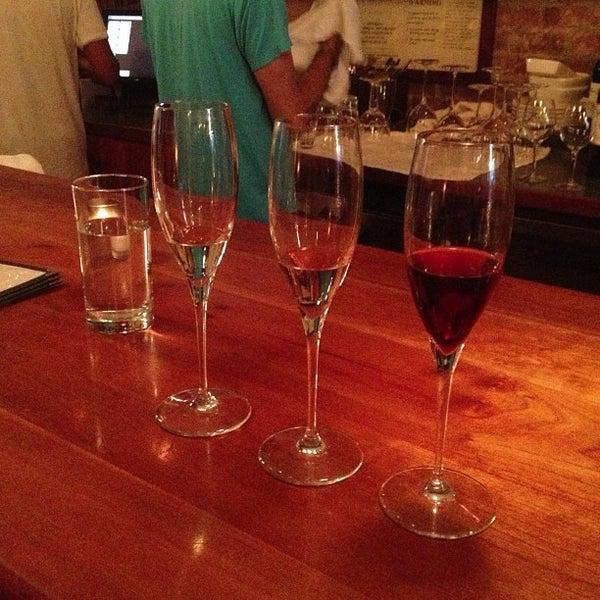 Foto scattata a Stonehome Wine Bar & Restaurant da Tish V. il 6/23/2013