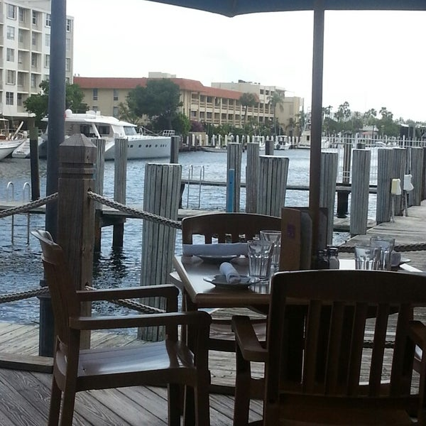 Photo prise au Bimini Boatyard Bar & Grill par Raul R. le5/26/2013