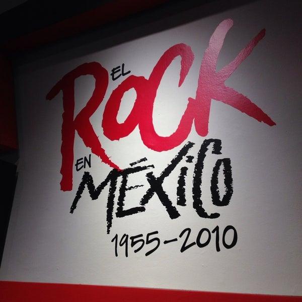 Visiten la exposición del rock, muy recomendable :)