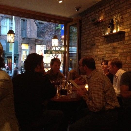 รูปภาพถ่ายที่ Las Ramblas Bar de Tapas โดย Irina M. เมื่อ 10/6/2012