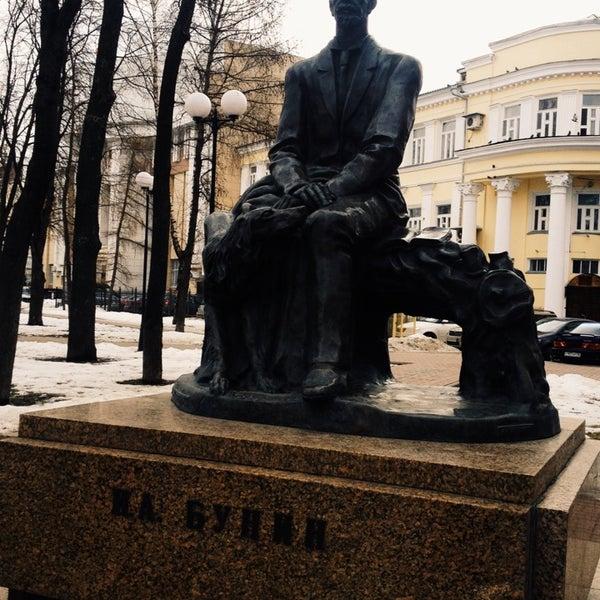 картинка памятник бунину
