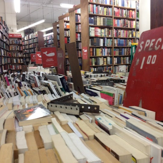 Foto scattata a Strand Bookstore da Eric L. il 10/10/2012