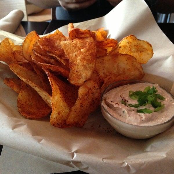 Foto tirada no(a) Spike Africa's Fresh Fish Bar & Grill por Genessa L. em 7/31/2013
