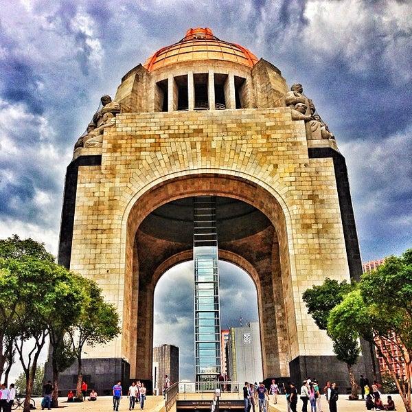 Foto tomada en Monumento a la Revolución Mexicana por Helen H. el 7/25/2013