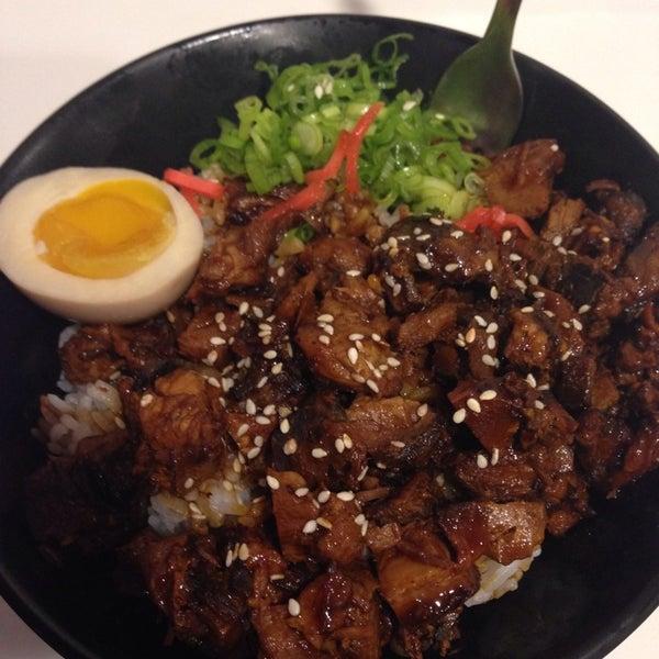 Das Foto wurde bei Chibiscus Asian Cafe & Restaurant von Lola A. am 8/3/2014 aufgenommen
