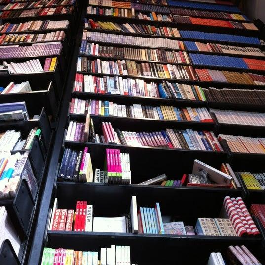 Foto tirada no(a) The American Book Center por Jordy em 4/6/2012
