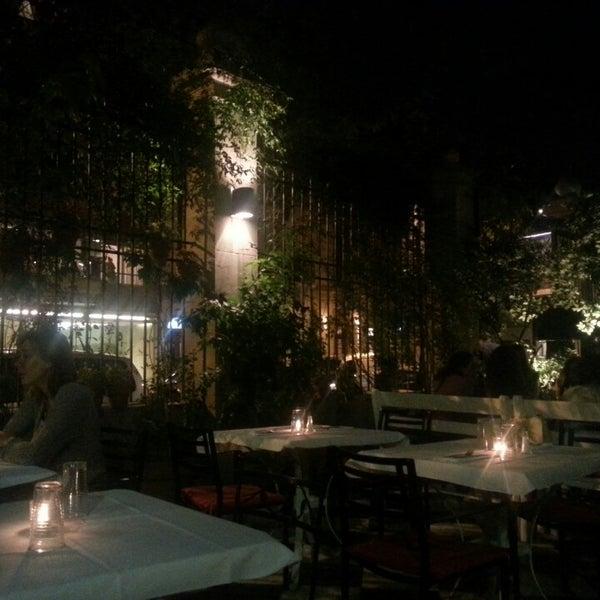 Foto scattata a Museo Evita Restaurant & Bar da Diego P. il 3/11/2013