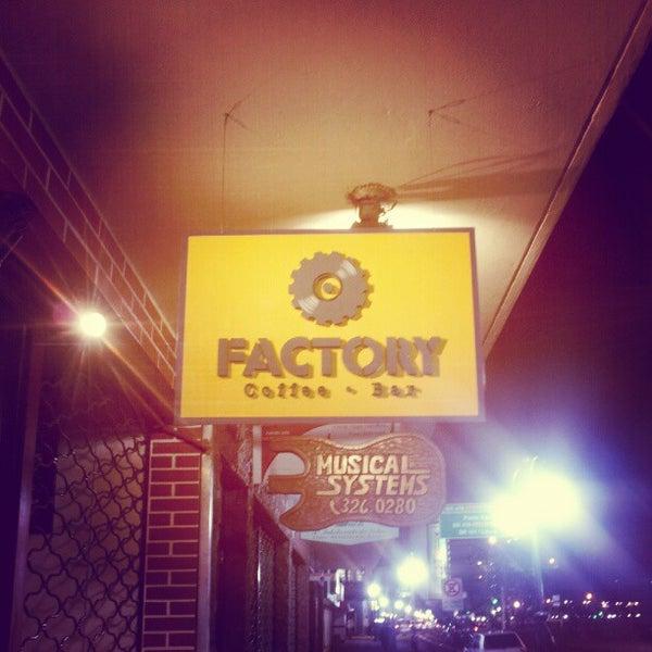 9/22/2012 tarihinde Marco N.ziyaretçi tarafından Factory Coffee Bar'de çekilen fotoğraf