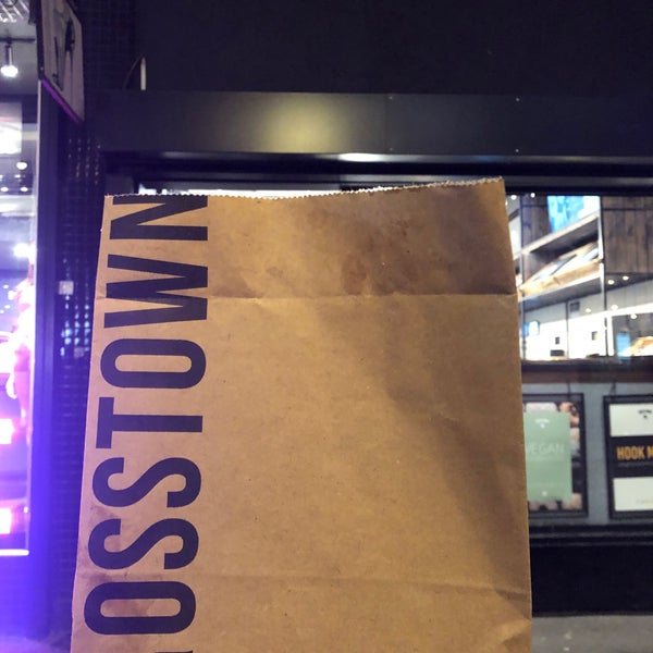 รูปภาพถ่ายที่ Crosstown Doughnuts & Coffee โดย Elmaith เมื่อ 1/2/2020