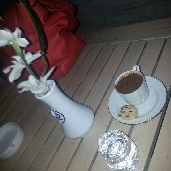Foto tomada en Del Moon Coffee & Food & Hookah por Özlem el 5/31/2013