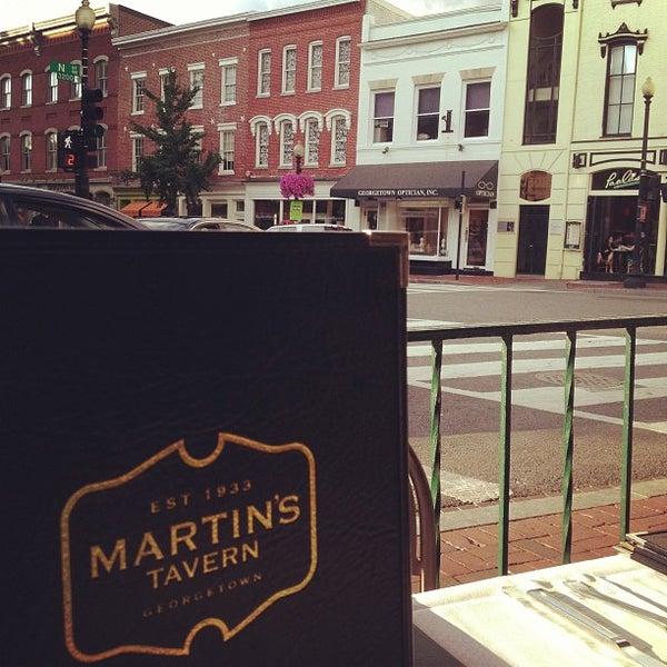 Foto tomada en Martin's Tavern por Ray L. el 7/25/2013