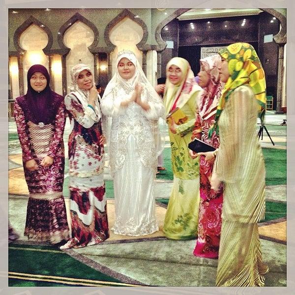 3/1/2013 tarihinde Khaloode 8.ziyaretçi tarafından Masjid Al-Ameerah Al-Hajjah Maryam, Kg Jerudong'de çekilen fotoğraf