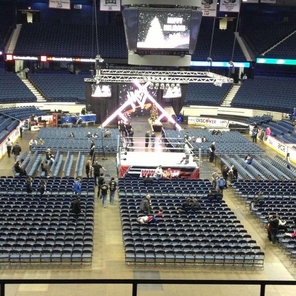 รูปภาพถ่ายที่ Allstate Arena โดย George M. เมื่อ 12/27/2012