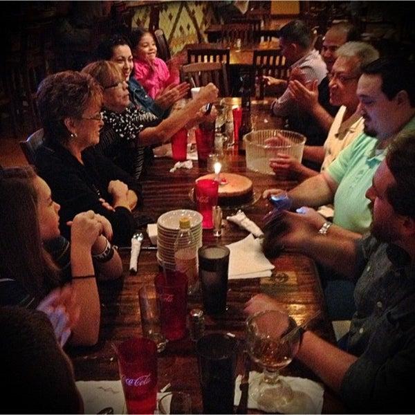 Das Foto wurde bei Mi Pueblito Restaurant Bar & Grill von Katie B. am 12/10/2012 aufgenommen