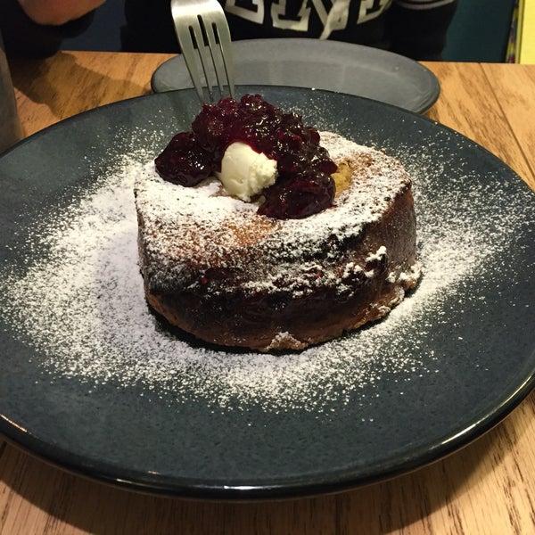 La tostada francesa es deliciosa! Es muy grande, puede ser para compartir o de plato principal en el desayuno.