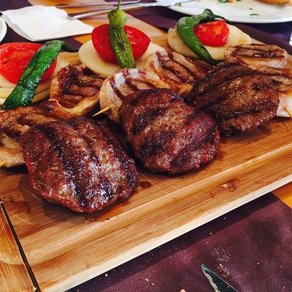 Das Foto wurde bei Pirzola Steak House von Timur Yldrm 5. am 5/10/2015 aufgenommen