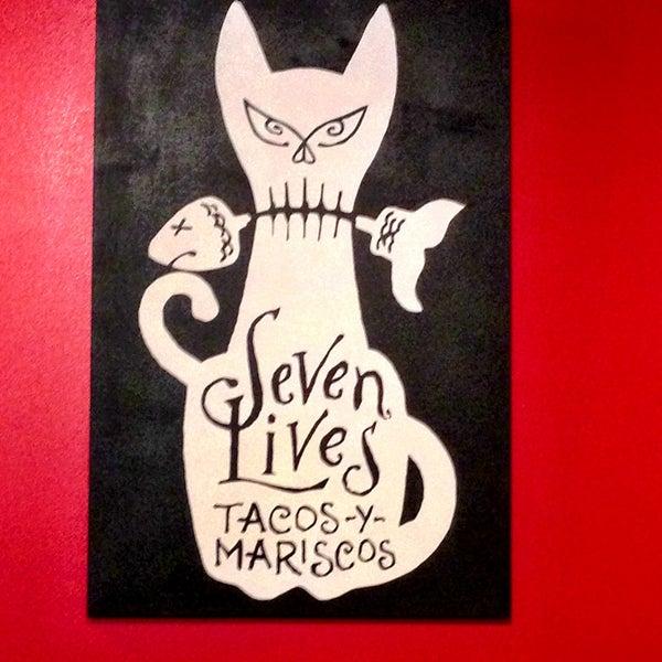 Снимок сделан в Seven Lives - Tacos y Mariscos пользователем Rossy E. 4/28/2013