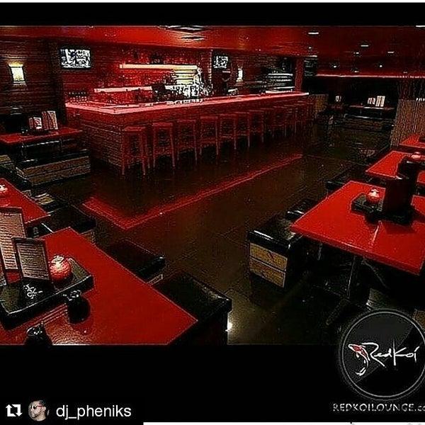 Das Foto wurde bei Red Koi Thai & Sushi Lounge von Me&Te am 7/10/2015 aufgenommen