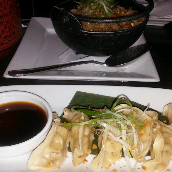 Das Foto wurde bei Red Koi Thai & Sushi Lounge von Me&Te am 10/17/2016 aufgenommen