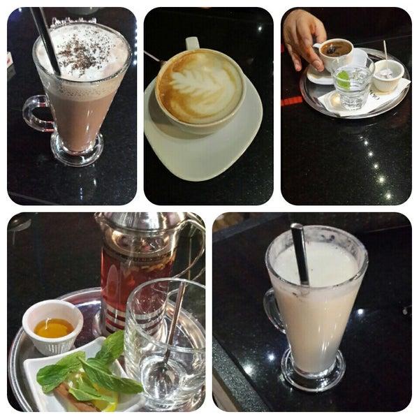 Photo prise au Cafe Locale İstanbul par Meral . le2/12/2015