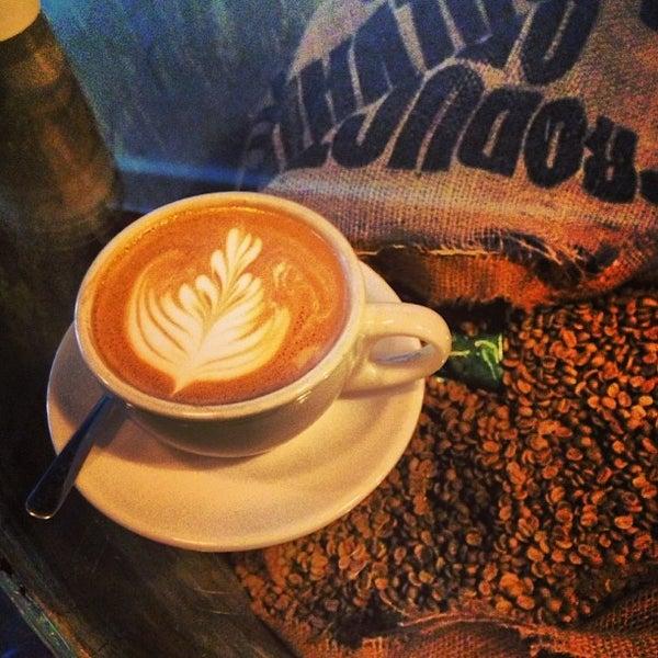 Photo prise au Bow Truss Coffee par Jamaal S. le9/10/2013