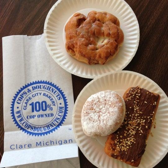9/29/2012にRyan L.がCops & Doughnuts Bakeryで撮った写真