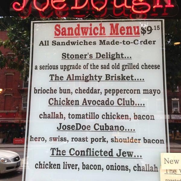 Foto tirada no(a) JoeDough Sandwich Shop por Drew Y. em 6/27/2013