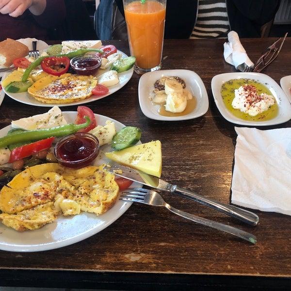 1/14/2018 tarihinde Ömrie ✌️ziyaretçi tarafından Tosbağa Cafe'de çekilen fotoğraf