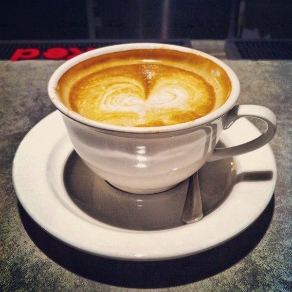 Das Foto wurde bei Coffee Foundry von amardeep s. am 10/8/2012 aufgenommen
