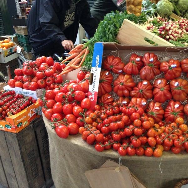 Foto tirada no(a) Borough Market por Siddharth B. em 5/31/2013