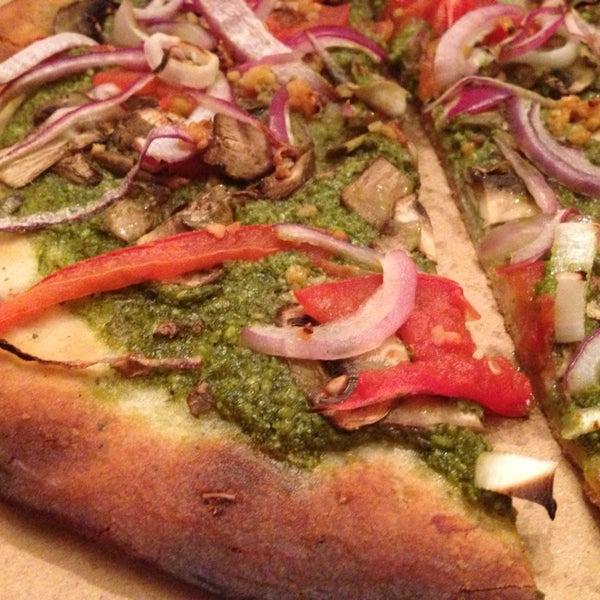 Foto scattata a Apollonia's Pizzeria da Caroline O. il 2/20/2013