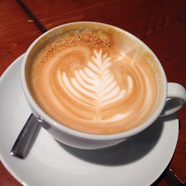 Foto diambil di Brew Lab Coffee oleh Lloyd D. pada 9/23/2013
