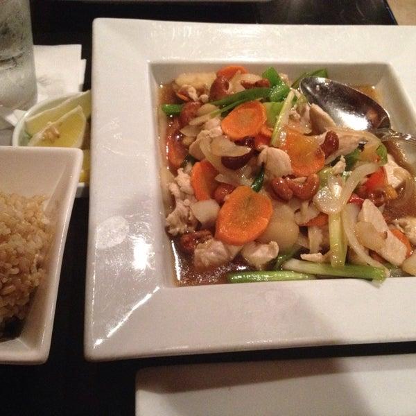 Das Foto wurde bei Red Koi Thai & Sushi Lounge von G S. am 7/21/2014 aufgenommen