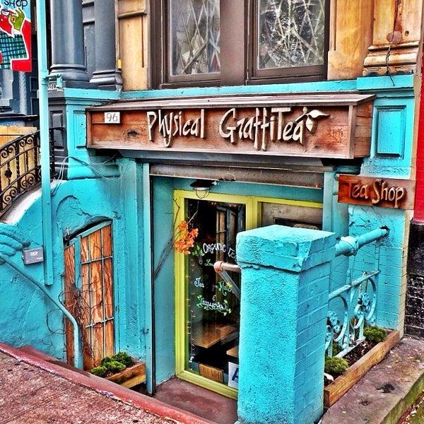 รูปภาพถ่ายที่ Physical Graffitea โดย Rudy เมื่อ 12/6/2013