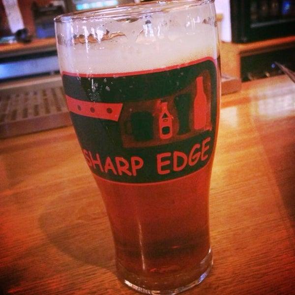 12/26/2013에 Michael V.님이 Sharp Edge Beer Emporium에서 찍은 사진