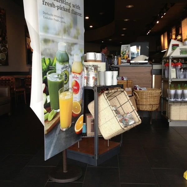 Foto scattata a Starbucks da Trish H. il 5/28/2013